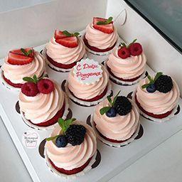 Капкейки с ягодой для мамы
