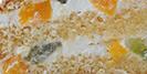 Сливочно-йогуртовый крем, лесная ягода, кусочки ананаса, киви