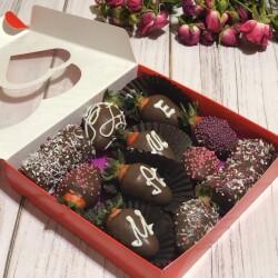 клубника-в-шоколаде-на-подарок-маме